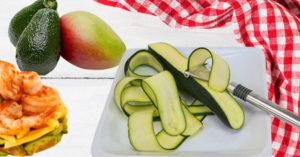 Falsa lasaña de calabacín, langostinos, aguacate y mango